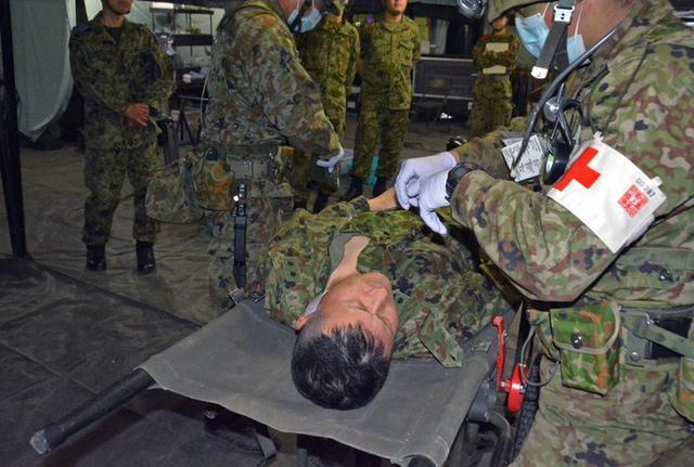 画像1: 105野外病院隊の訓練を検閲|仙台駐屯地