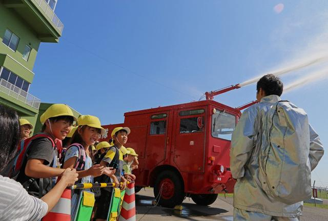 画像3: 小学生・高校生の基地見学に協力|空自静浜基地