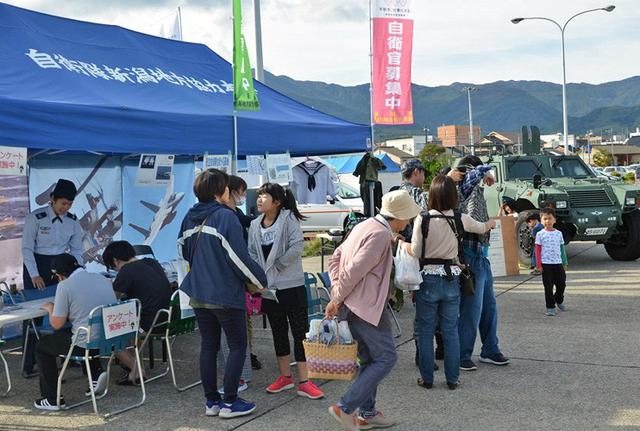 画像1: 佐渡で海自ミサイル艇「うみたか」公開|新潟地本