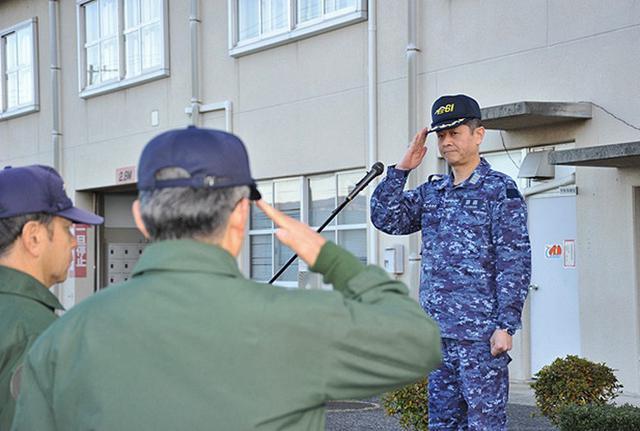 画像2: 富士山を背に初飛行訓練|海自61航空隊
