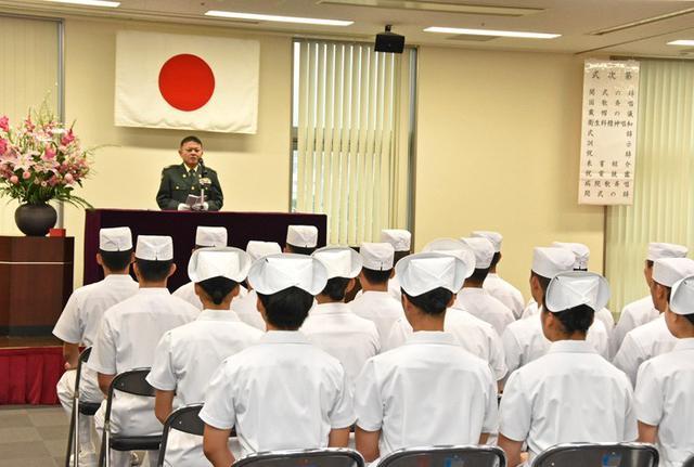 画像7: 准看護師課程学生 戴帽式|自衛隊札幌病院