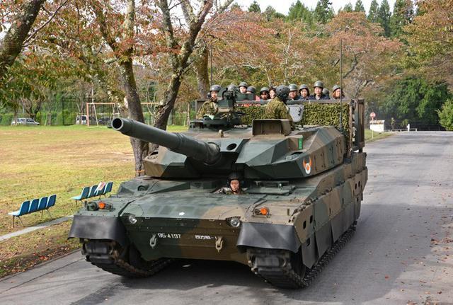 画像1: 初の10式戦車試乗に長蛇の列|玖珠駐屯地