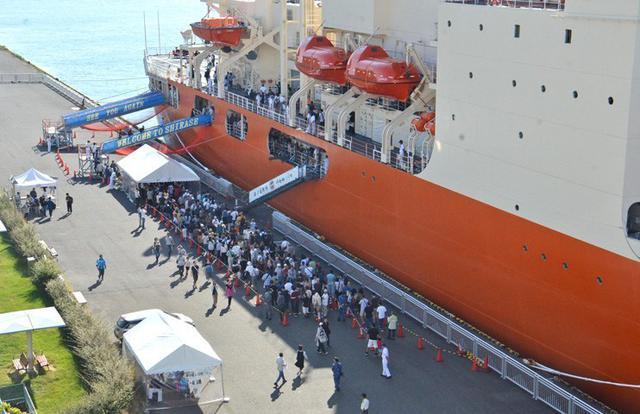 画像1: 砕氷艦「しらせ」公開に1.2万人|愛知地本