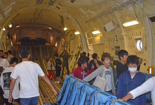 画像2: 学生ら49人 C2体験搭乗|鳥取地本
