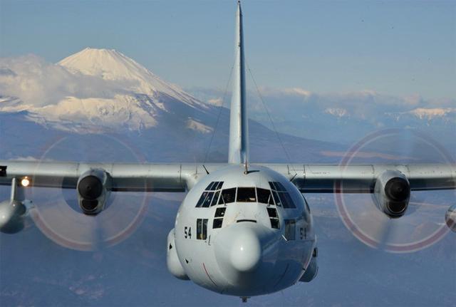画像6: 富士山を背に初飛行訓練|海自61航空隊