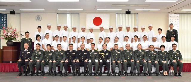 画像8: 准看護師課程学生 戴帽式|自衛隊札幌病院