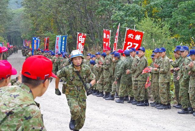 画像3: 武装走競技会 780人激走|陸自5旅団