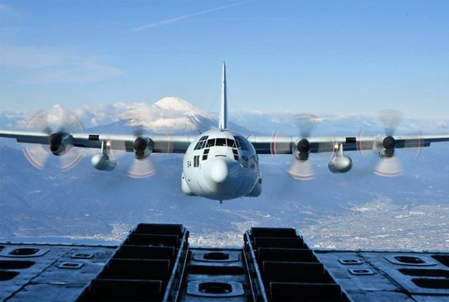 画像4: 富士山を背に初飛行訓練|海自61航空隊