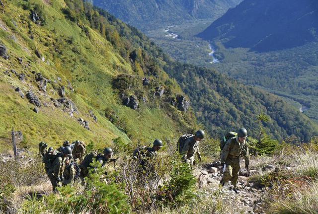 画像1: 北アルプス焼岳で山地機動訓練|守山駐屯地