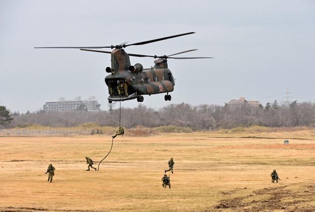 画像4: 1空挺団降下訓練始め 河野防衛大臣も体験|習志野駐屯地