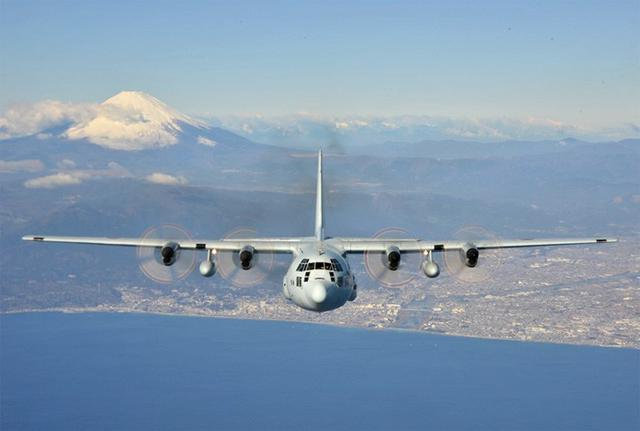 画像3: 富士山を背に初飛行訓練|海自61航空隊