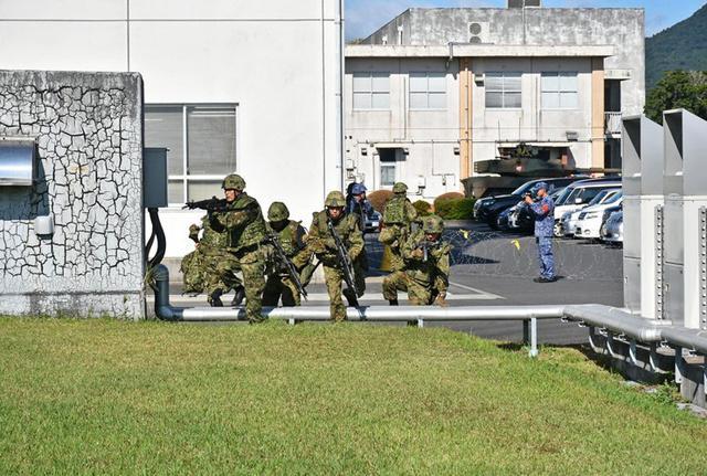 画像4: 陸海空自共同で基地警備訓練|北熊本駐屯地