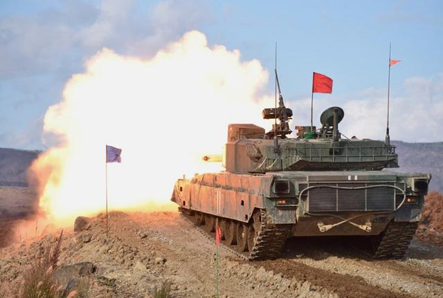 画像1: 戦車射撃競技 2戦連、71戦連が栄冠| 陸自7師団