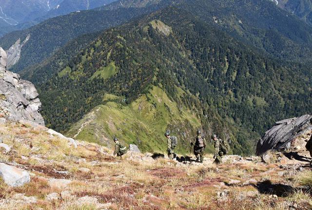 画像8: 北アルプス焼岳で山地機動訓練|守山駐屯地