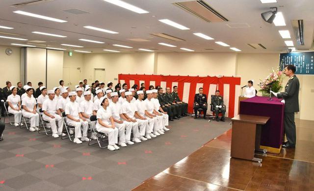 画像6: 准看護師課程学生 戴帽式|自衛隊札幌病院