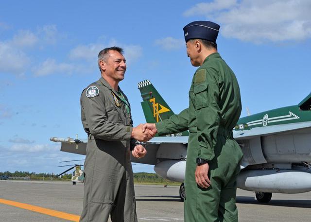 画像1: 国内初 豪空軍と戦闘機訓練|空自千歳基地