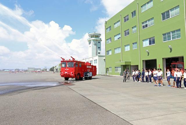 画像7: 小学生・高校生の基地見学に協力|空自静浜基地