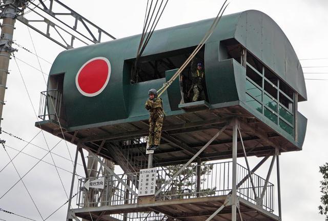 画像3: 1空挺団降下訓練始め 河野防衛大臣も体験|習志野駐屯地