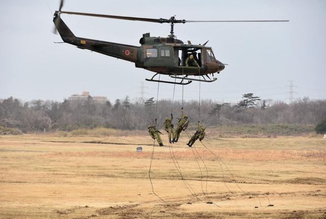 画像6: 1空挺団降下訓練始め 河野防衛大臣も体験|習志野駐屯地