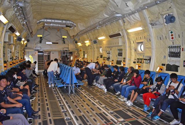 画像1: 学生ら49人 C2体験搭乗|鳥取地本