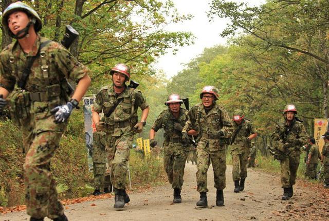 画像2: 武装走競技会 780人激走|陸自5旅団
