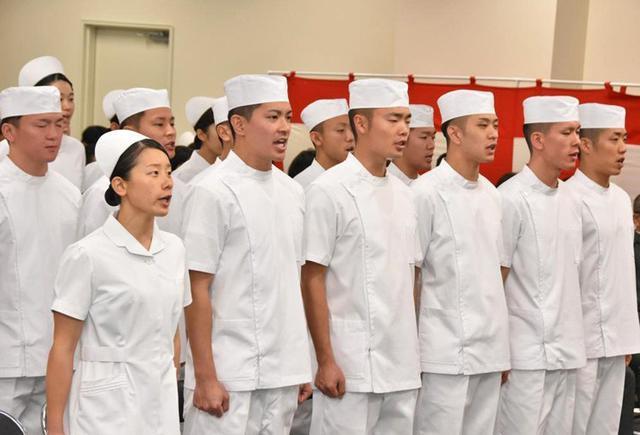 画像4: 准看護師課程学生 戴帽式|自衛隊札幌病院