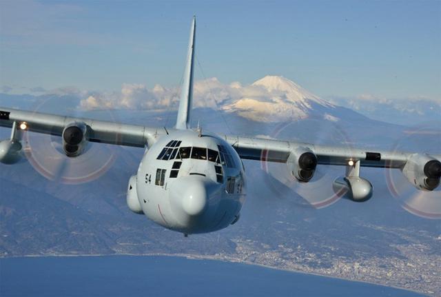 画像5: 富士山を背に初飛行訓練|海自61航空隊