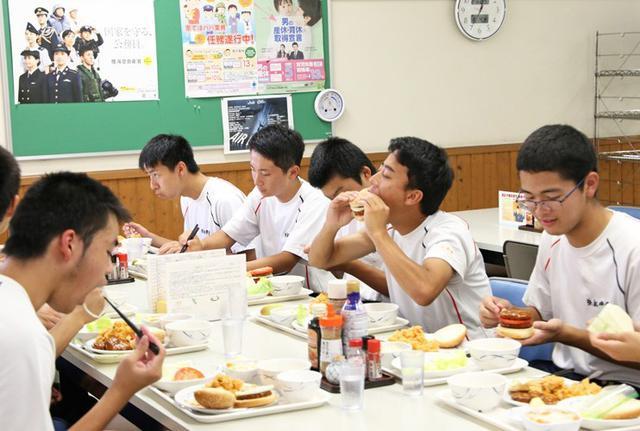 画像8: 小学生・高校生の基地見学に協力|空自静浜基地