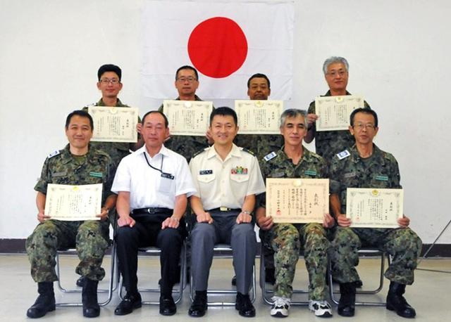 画像: 予備自勤務30年と5年以上の7人表彰|鳥取地本
