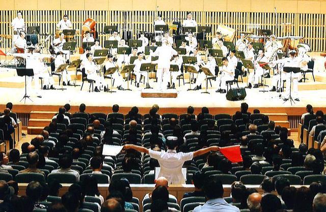画像: 聴衆1360人を魅了|海自舞鶴音楽隊