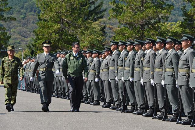 画像1: 河野防衛大臣 部隊視察|陸自11旅団
