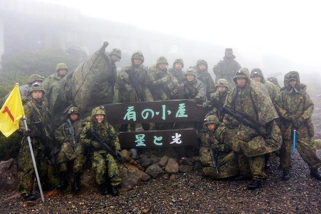 画像4: 新隊員が乗鞍岳で35キロ夜間行進|松本駐屯地