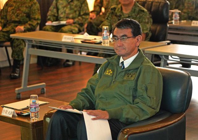 画像4: 河野防衛大臣 部隊視察|陸自11旅団