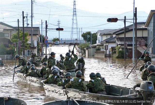 画像1: 台風19号 被災地に3.1万人出動|陸海空自部隊