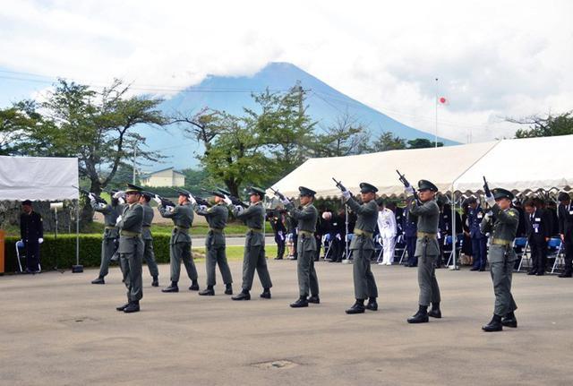 画像1: 御霊の冥福祈る 殉職隊員追悼式|岩手駐屯地