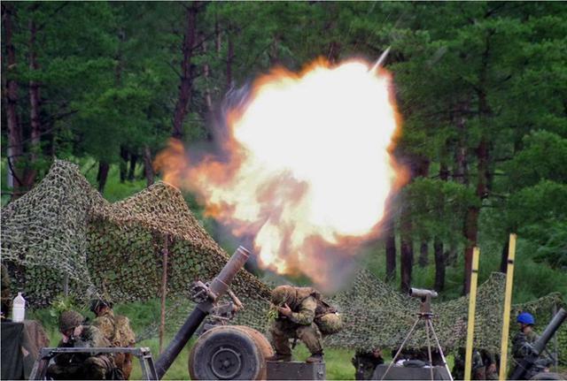 画像7: 実射撃訓練を検閲|海田市駐屯地
