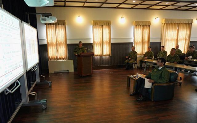 画像3: 河野防衛大臣 部隊視察|陸自11旅団