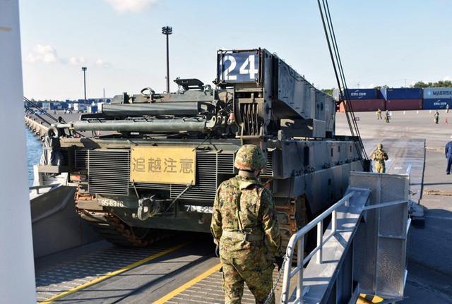 画像7: 釧路市街で初めて戦車機動訓練|陸自7師団