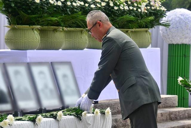 画像5: 御霊の冥福祈る 殉職隊員追悼式|岩手駐屯地