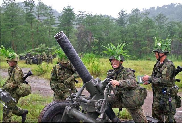 画像3: 実射撃訓練を検閲|海田市駐屯地