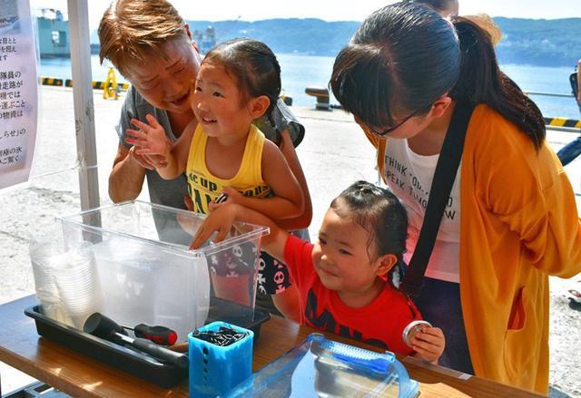 画像5: 掃海艇はつしま公開、女子高生が1日艇長|岩手地本