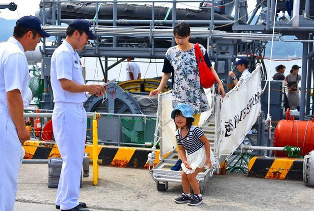 画像8: 掃海艇はつしま公開、女子高生が1日艇長|岩手地本