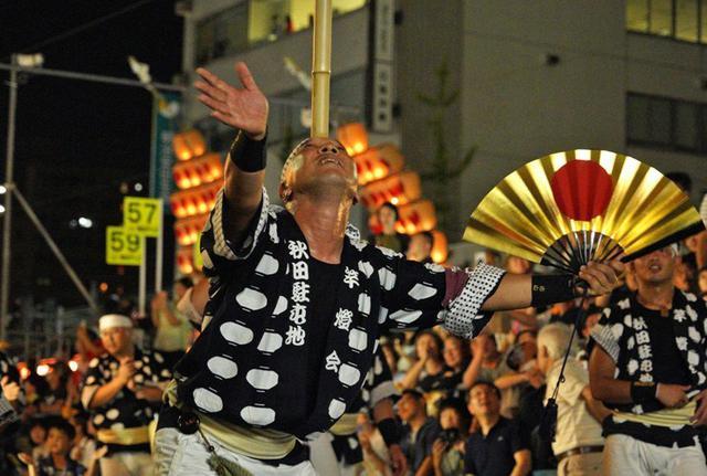 画像2: 「秋田竿燈まつり」で力強く演技|秋田駐屯地