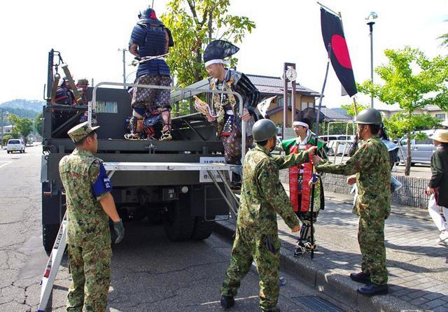 画像2: 謙信公祭で出陣行列など披露|高田駐屯地