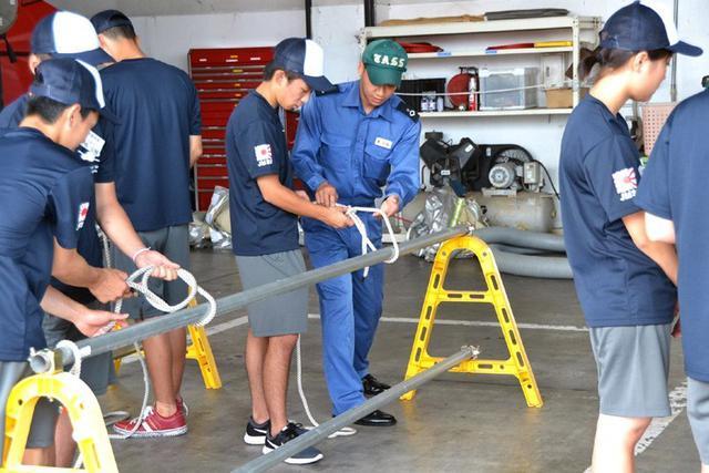 画像3: 中高生がパイロット訓練を体験|海自徳島教育航空群