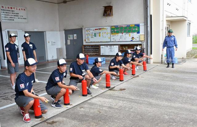 画像2: 中高生がパイロット訓練を体験|海自徳島教育航空群