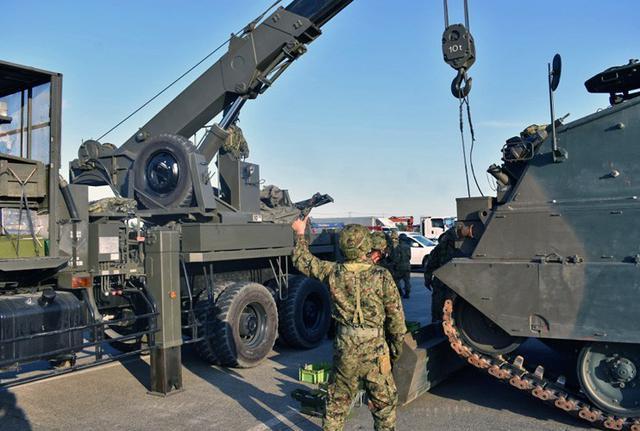 画像6: 釧路市街で初めて戦車機動訓練|陸自7師団