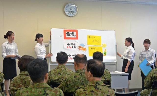 画像2: 短大生の調理実習に協力|仙台駐屯地