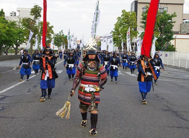 画像1: 謙信公祭で出陣行列など披露|高田駐屯地