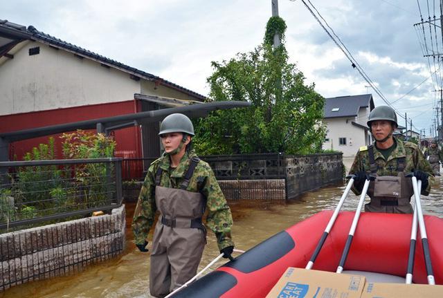 画像2: 佐賀県 豪雨災派に1万人強出動|久留米駐屯地
